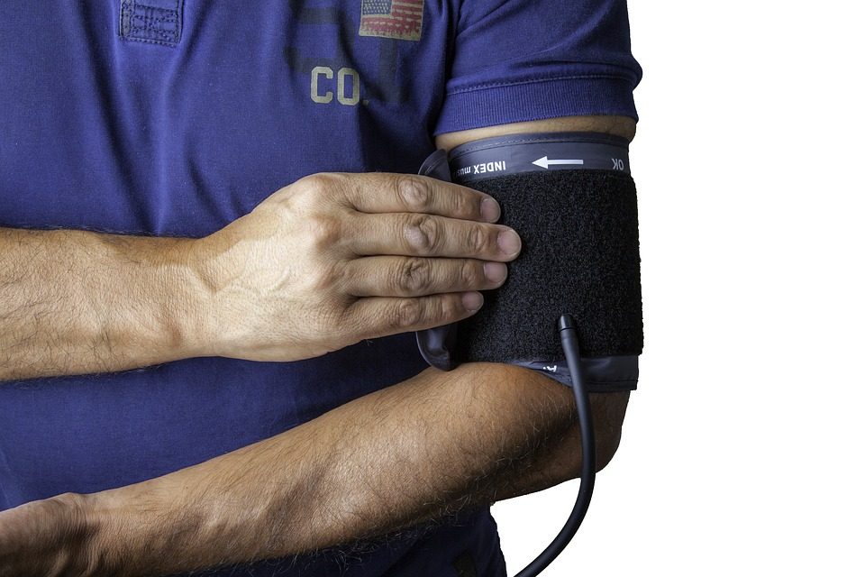 Douleur poitrine et bras gauche stress