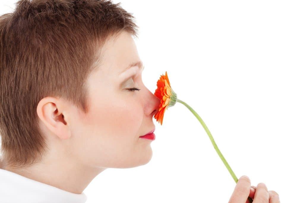 Bouton sur le nez: conseils pour le faire disparaitre