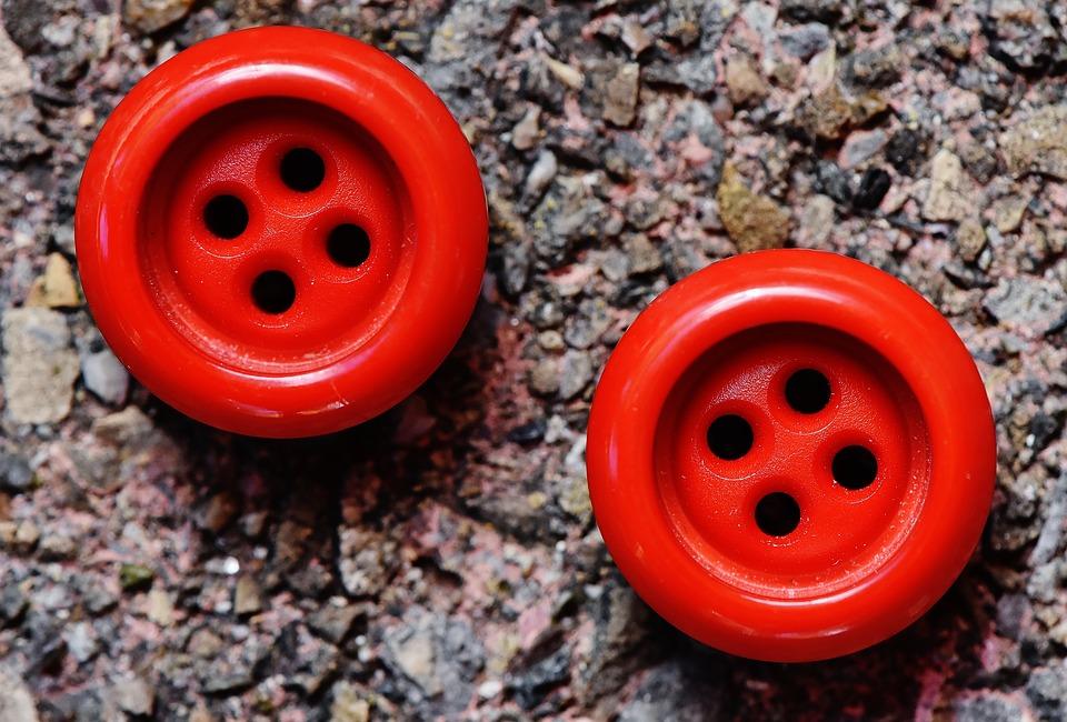 Bouton rouge visage : comment l'éliminer ?