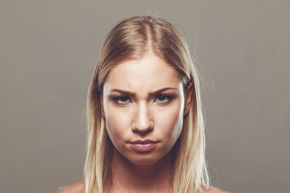 Douleur tempe: causes, symptômes et traitements