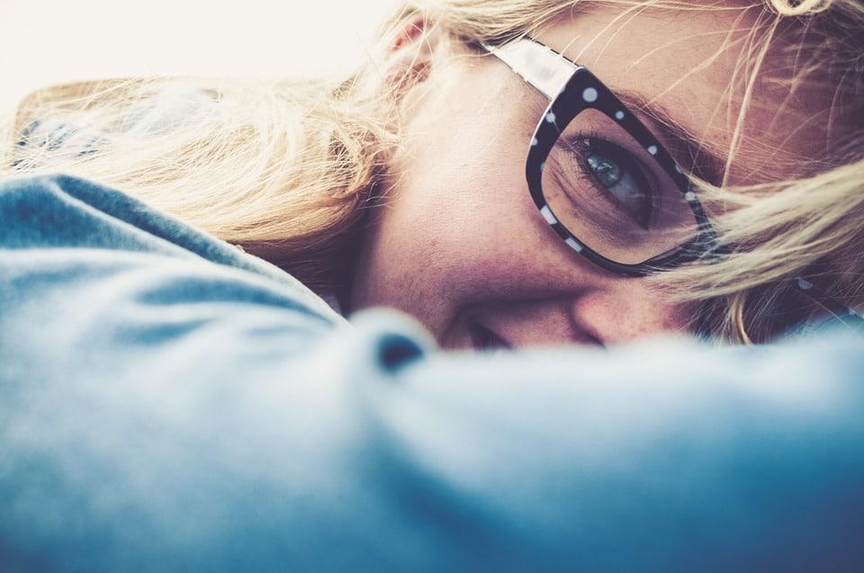 Eczéma autour des yeux: causes, symptômes et traitements