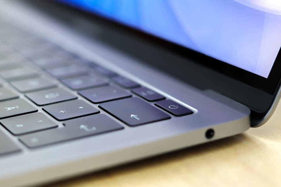 Apple : iPhone XS, iPhone XR, Apple Watch Series 4 et MacBook Pro disponibles