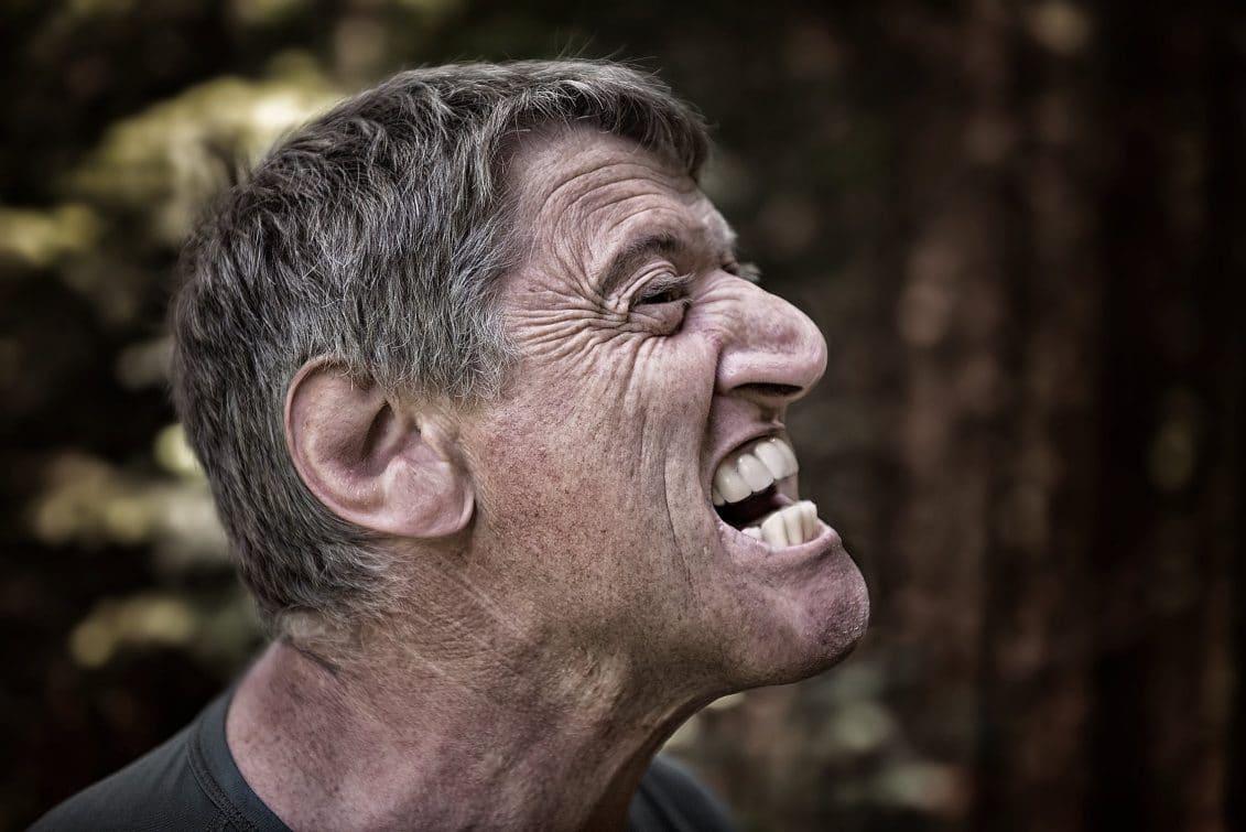 Gencive enflée: comment la dégonfler et la soulager?