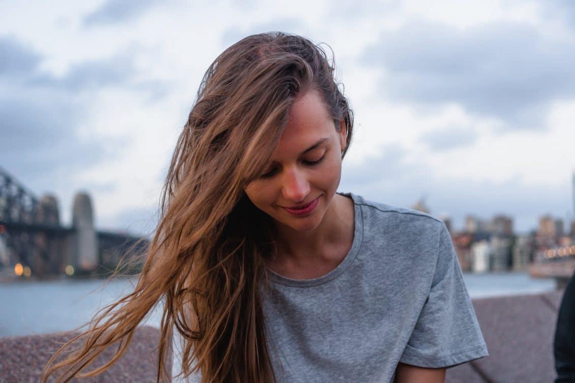 Huile de nigelle cheveux : un produit miracle pour tout le corps