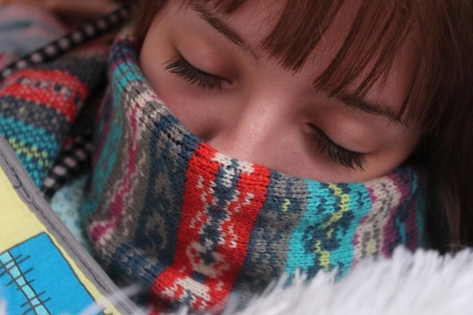 Gorge gonflée : causes, symptômes et traitements