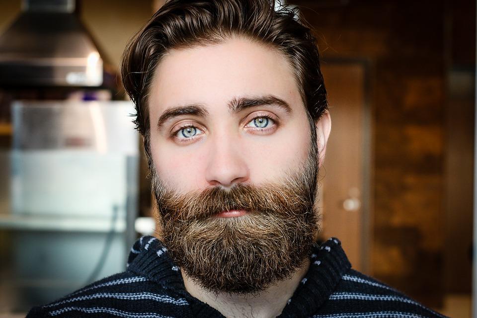 Avoir de la barbe