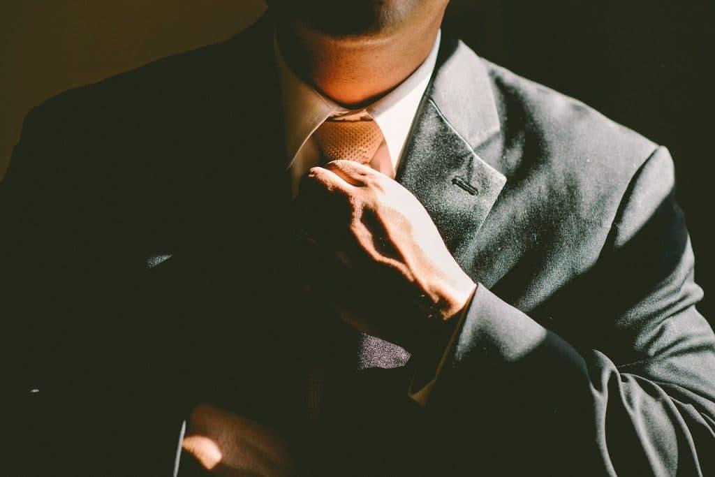 Comment mettre une cravate
