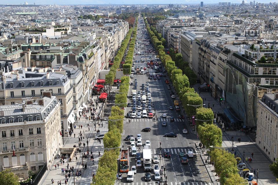 Apple dévoile son magasin des Champs-Élysées