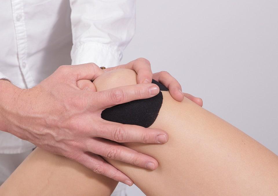 Douleur genou interne : comment s'en sortir?