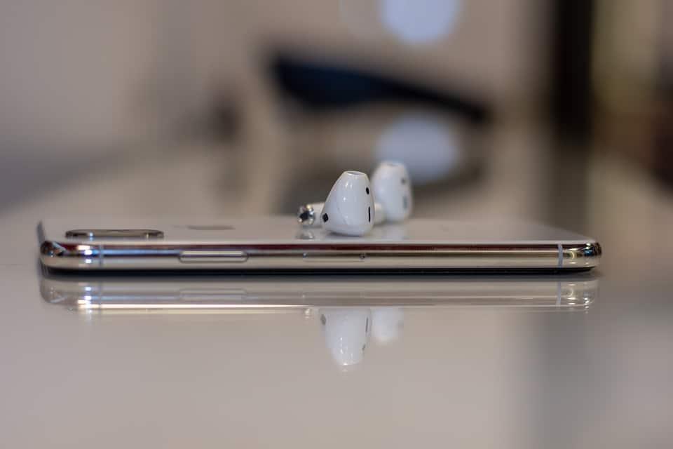 La nouvelle génération d'AirPods pourrait s'inspirer de l'Apple Watch Série 4