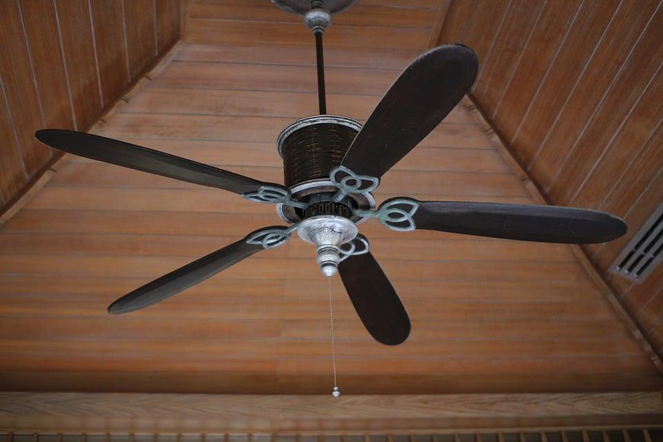 Support de fixation pour ventilateur de plafond